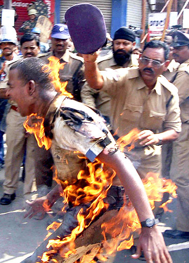 A university student commits self-immolation over Telangana