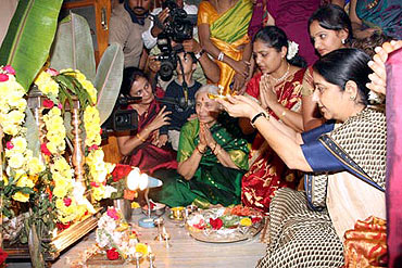 Sushma Swaraj at the Durgamma Gudi temple in Bellary