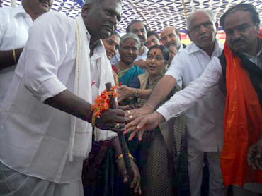 BJP leader Anant Kumar, Karnataka CM BS Yeddyurappa and Sushma Swaraj at the rally in Bellary