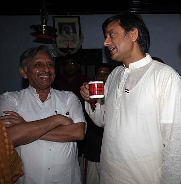 Tharoor speaks to Mani Shankar Aiyar before the ceremony