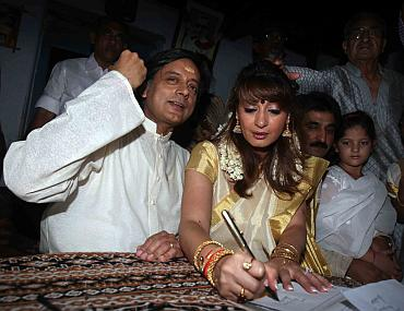 Shashi Tharoor and Sunanda Pushkar at the ceremony