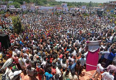Thousands turned up for Jagan's yatra