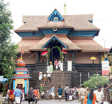 Onam festivities at the Parthasarathy temple on the banks of river Pampa in Aranmula