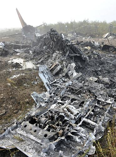 The wreckage of a crashed passenger plane is seen in Yichun, northeast China's Heilongjiang Province August 25, 2010