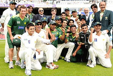 The Pakistan cricket team pledged their entire winnings to flood relief