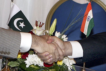Pakistan PM Yousuf Reza Gilani greets Dr Singh at the NAM summit in Sharm el-Sheikh, July 16, 2009