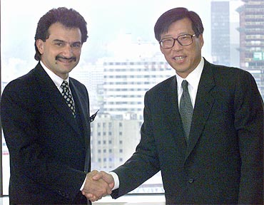 Co-Chairman of the Hyundai Group Chung Mong-hun greets Prince Al Waleed in Seoul