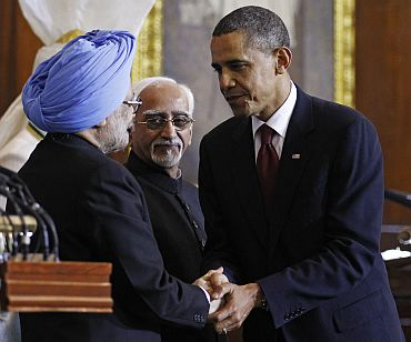 US President Obama is thanked by PM Singh as Vice President Ansari looks on at Parliament