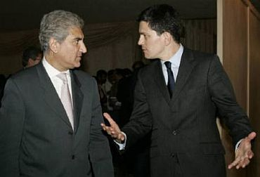 Miliband with Pakistan Foreign Minister Shah Mahmood Qureshi