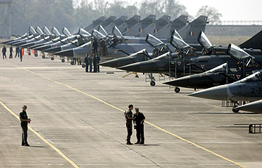 Indian and French aircraft at a joint exercise at Kalaikunda airbase, February 21, 2007