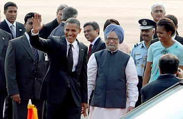 President Obama meets PM Manmohan Singh at Delhi airport.