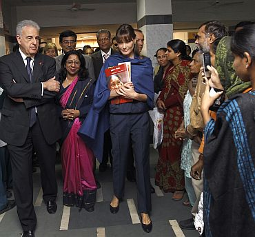 Carla with General Secretary of National AIDS Control Organisation, Aradhana Johari (Centre) and Professor Michel Kazatchkine (Left) in New Delhi