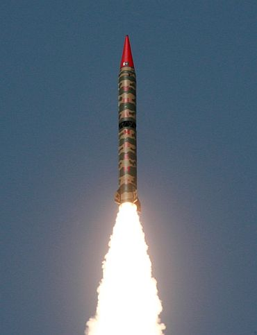 Pakistan test fires a nuke capable missile