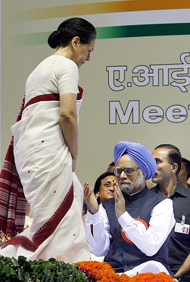 Sonia Gandhi walks past Prime Minister Manmohan Singh during a Congress meeting