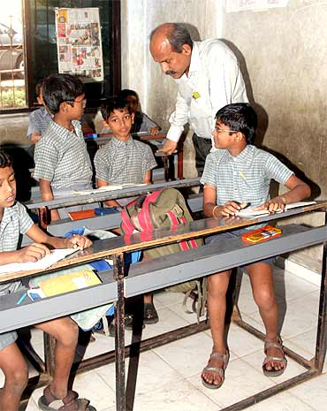 Professor Desai with school students in Iraniwadi, Mumbai