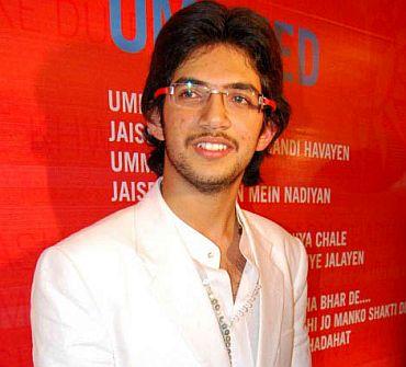 His voice is more like Sachin Tendulkar's