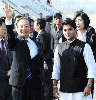 Wen Jiabao with Minister of State for Commerce and Industry Jyotiraditya Scindia in New Delhi