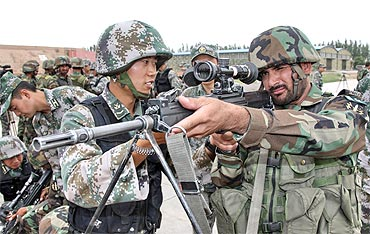 Chinese and Pakistani soldiers take part in an anti-terrorism drill