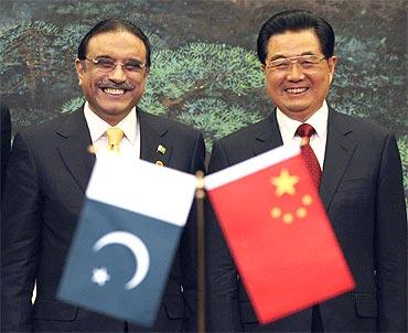 Chinese President Hu Jintao with his Pakistani counterpart Asif Ali Zardari