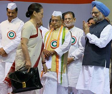 Manmoahn Singh (right) with Sonia Gandhi
