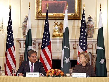 US Secretary of State Hillary Clinton with Pakistan's Foreign Minister Shah Mehmood Qureshi