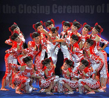 Chinese artists perform during the closing ceremony and gala performance in celebration of the 60th anniversary of establishment of India-China diplomatic relations