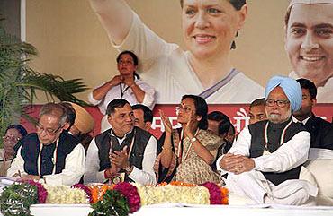 Pranab Mukherjee, Kripashankar Singh, Rita Bahuguna Joshi and Dr Singh listen to Sonia's speech