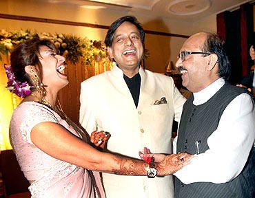 Shashi Tharoor with Sunanda Pushkar and former Samajwadi Party leader Amar Singh during their wedding reception