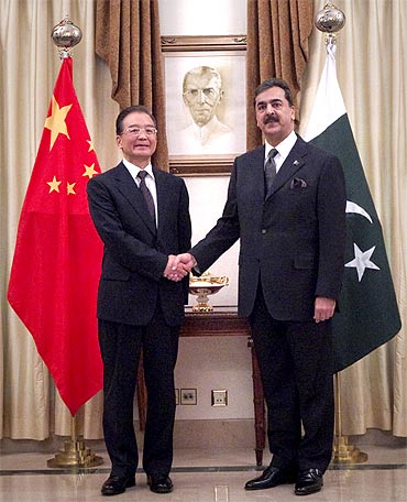 Pakistani PM Yusuf Raza Gilani with his Chinese counterpart Wen Jiabao in Islamabad