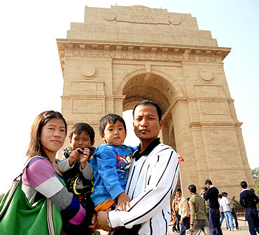 Mary with husband Onler Kom and their children at India Gate, New Delhi