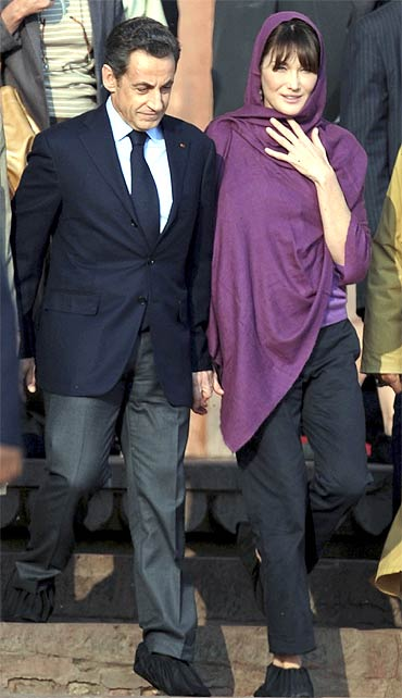 French President Nicolas Sarkozy with wife Carla Bruni at Fatehpur Sikri