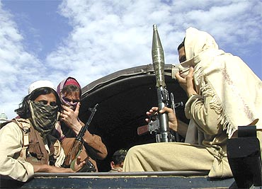 Pakistani Taliban fighters are equipped with state-of-the-art arms and ammunition