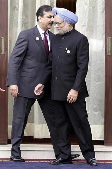 Prime Minister Manmohan Singh and his Pakistani counterpart Yusuf Raza Gilan