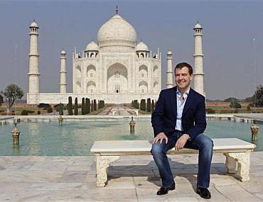 Russia's President Dmitry Medvedev visits the historic Taj Mahal in Agra December 22, 2010
