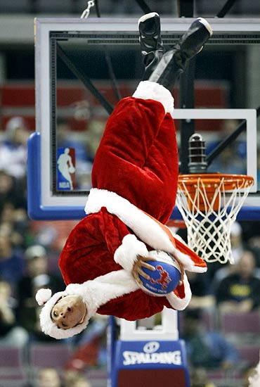 In PHOTOS: Whacky, thrill-seeking Santas are here