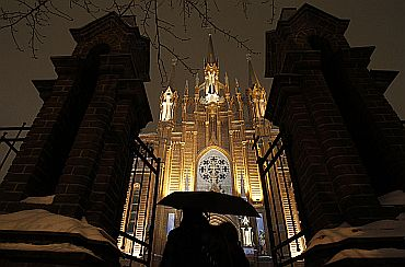 A couple arrives to attend a Christmas celebration at the Cathedral of Virgin Mary Immaculate Conception in Moscow