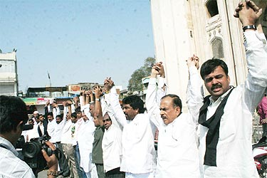 Politicians and members of Telangana Joint Action Committee also participate in the human chain