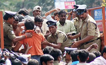 Telangana stir: Student immolates self, 300 detained