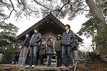 70,000 evacuated as tsunami reaches Japan