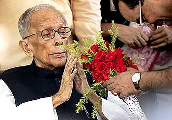 A wellwisher presents flowers to Jyoti Basu during his 95th birthday celebrations in Kolkata on July 8, 2009