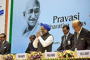 Prime Minister Manmohan Singh addresses the Indian Diaspora at the Pravasi Bharatiya Divas in New Delhi