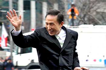 South Korean President Lee Myung-bak waves to the crowd