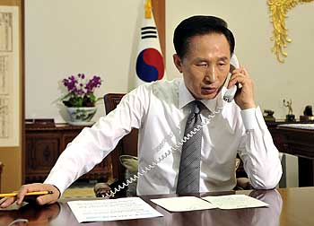 President Lee Myung-bak talks with US President Barack Obama on a telephone at the presidential Blue House in Seoul