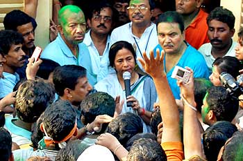 Kabir Suman with Mamata Banerjee after winning the Lok Sabha election