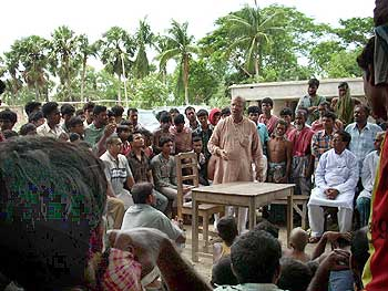 Kabir Suman speaking to the people of his constituency