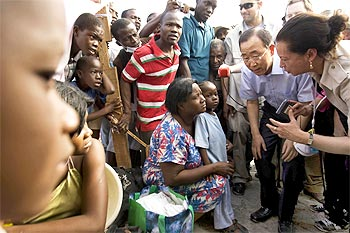 UN Secretary-General Ban Ki-moon speaks with Haitians displaced by the earthquake.