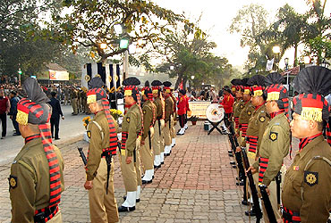 Security personnel prepare to give the gun salute to Jyoti Basu