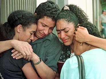 Relatives of Colombian journalist Yesid Marulanda, who was shot dead near the university of Cali