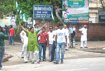 JD-U activists protest in Delhi