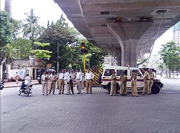 Hundreds of police personnel deployed in Mumbai